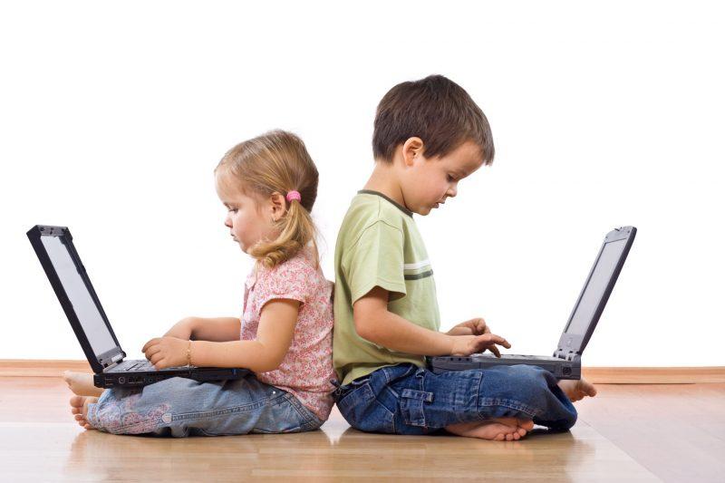 niños aprendiendo con tecnologia